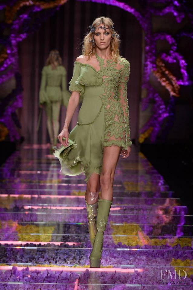Anja Rubik featured in  the Atelier Versace fashion show for Autumn/Winter 2015