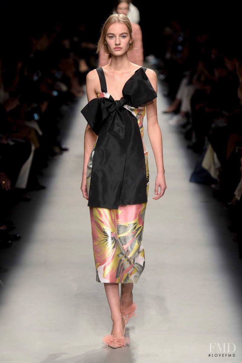 Maartje Verhoef featured in  the Rochas fashion show for Spring/Summer 2016