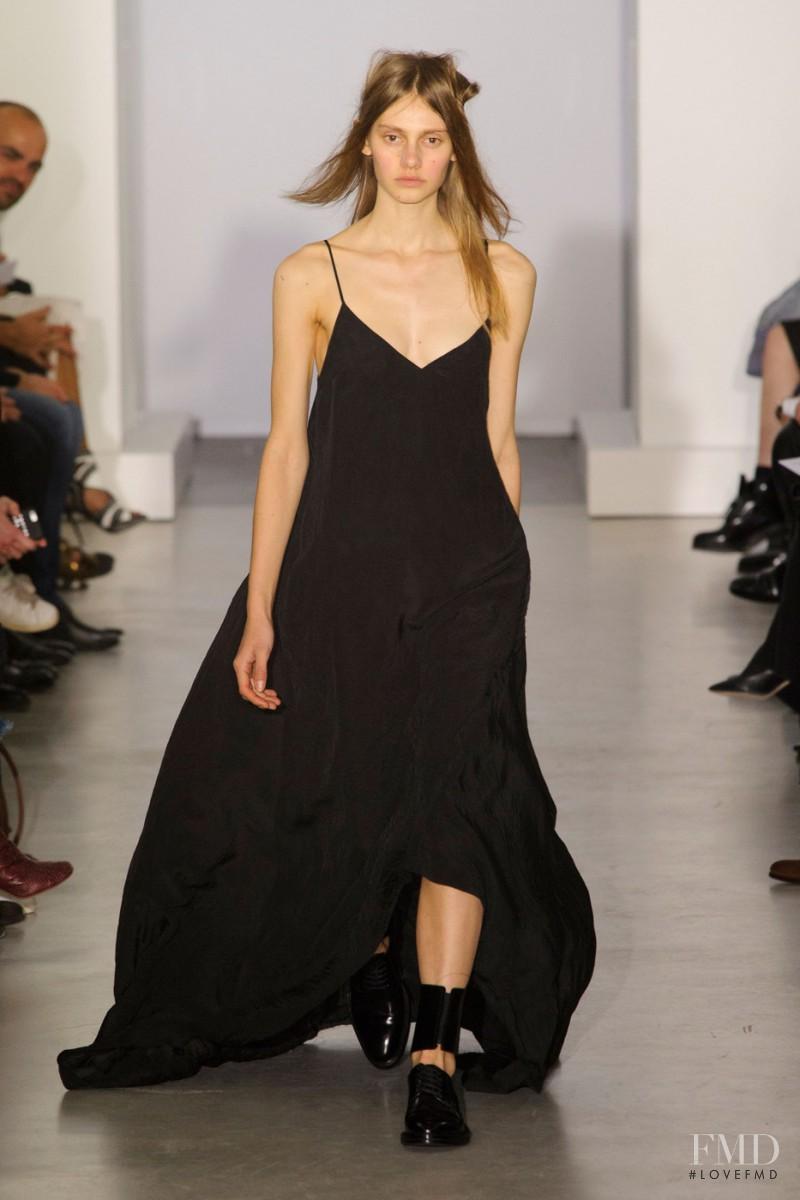 Eva Saadi Schimmel featured in  the Yang Li fashion show for Spring/Summer 2016