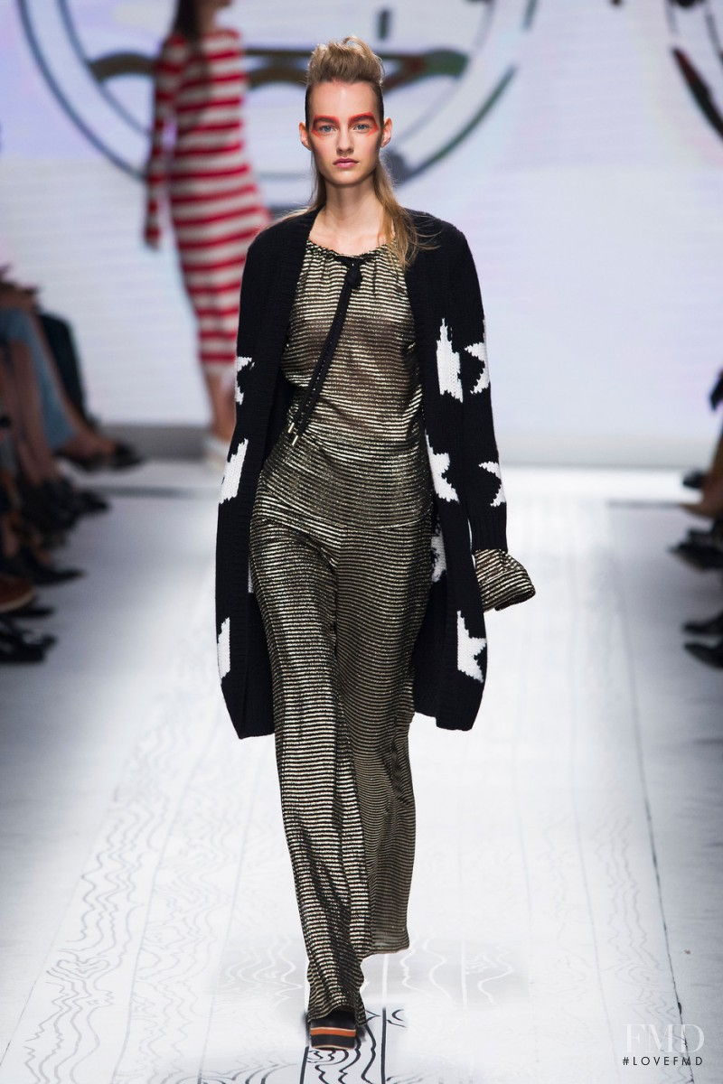 Maartje Verhoef featured in  the Max Mara fashion show for Spring/Summer 2016