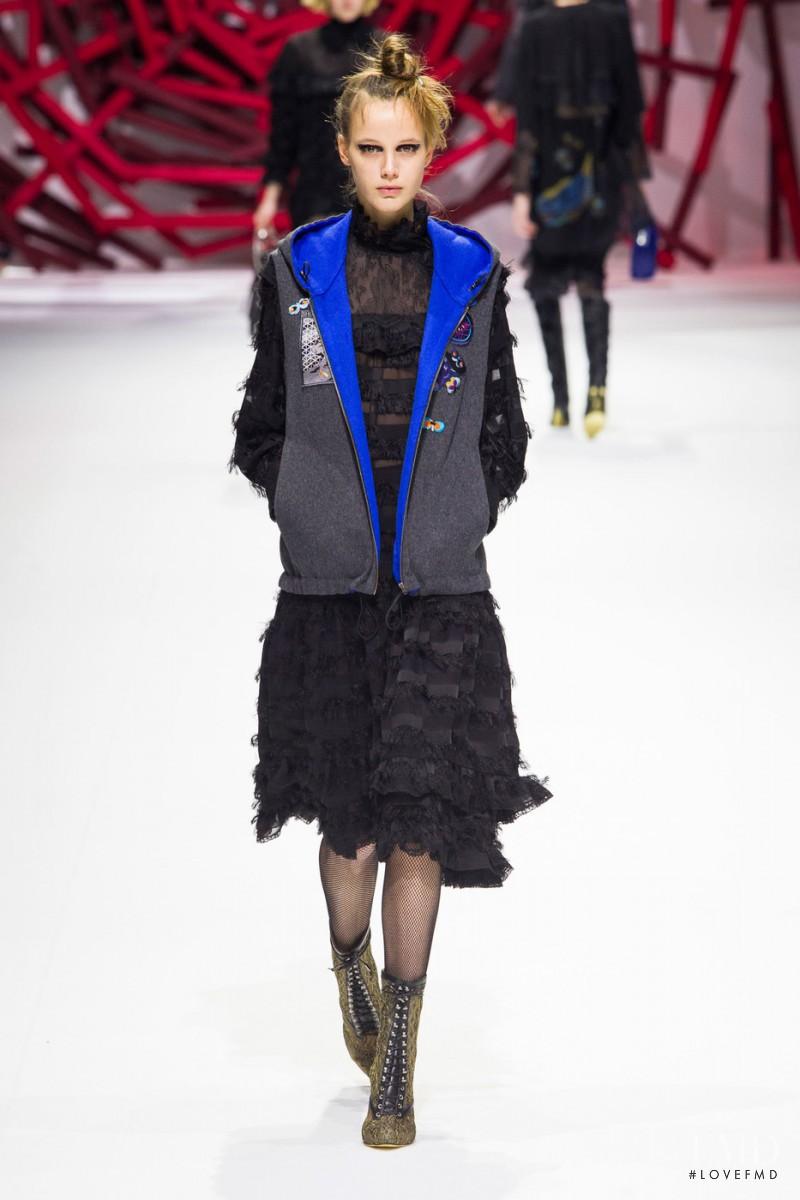 Shiatzy Chen fashion show for Autumn/Winter 2016