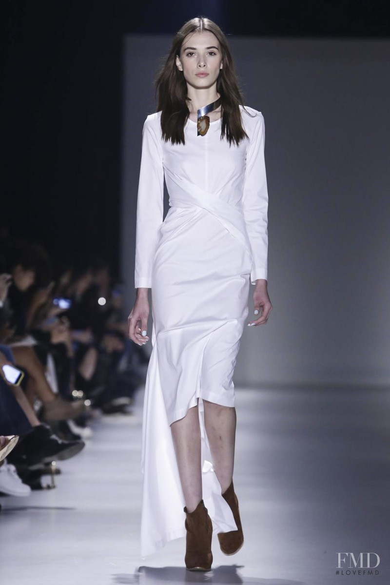 Jaque Cantelli featured in  the Wagner Kallieno fashion show for Spring/Summer 2016