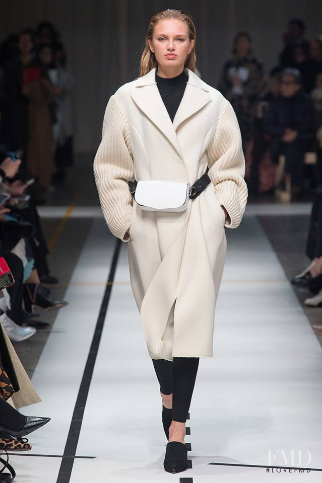 Romee Strijd featured in  the Sportmax fashion show for Autumn/Winter 2017