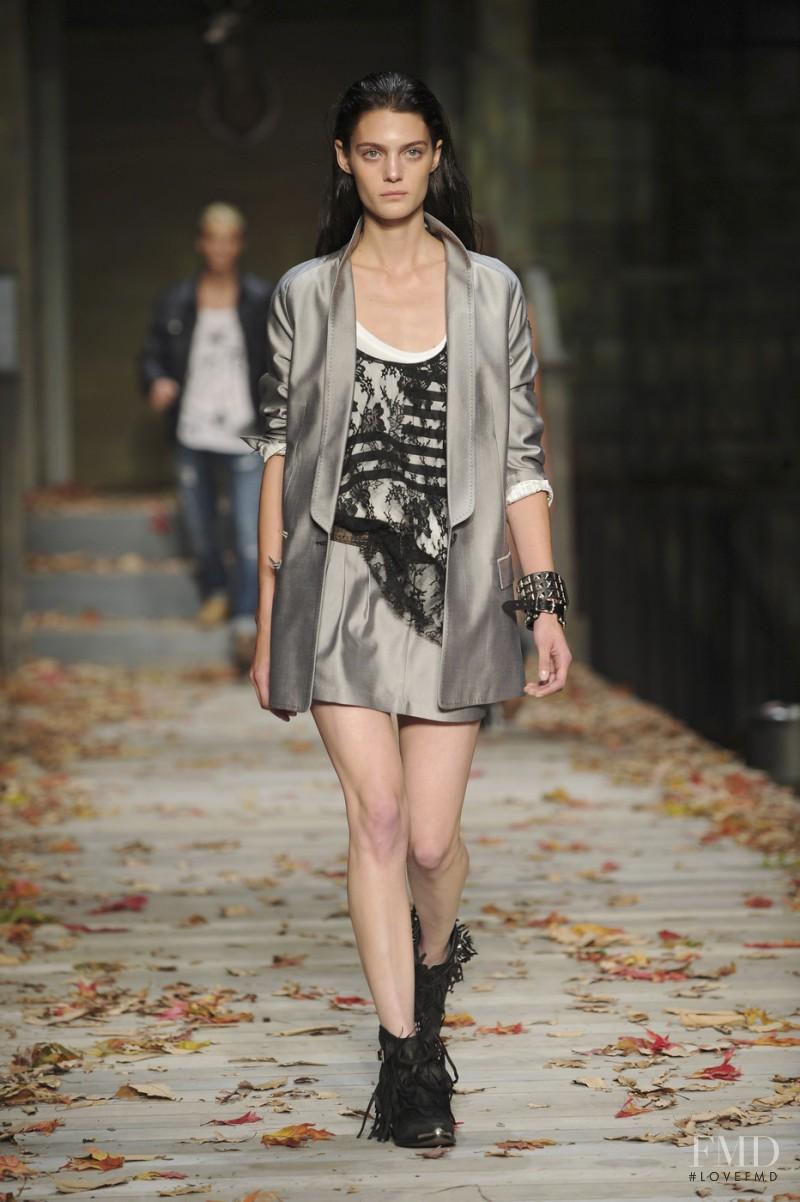 William Rast fashion show for Spring/Summer 2009
