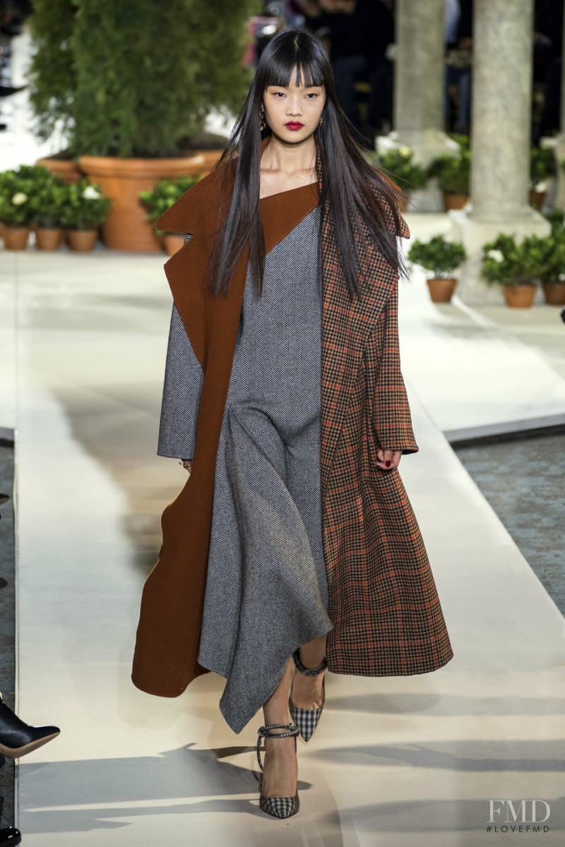 Youn Bomi featured in  the Oscar de la Renta fashion show for Autumn/Winter 2019