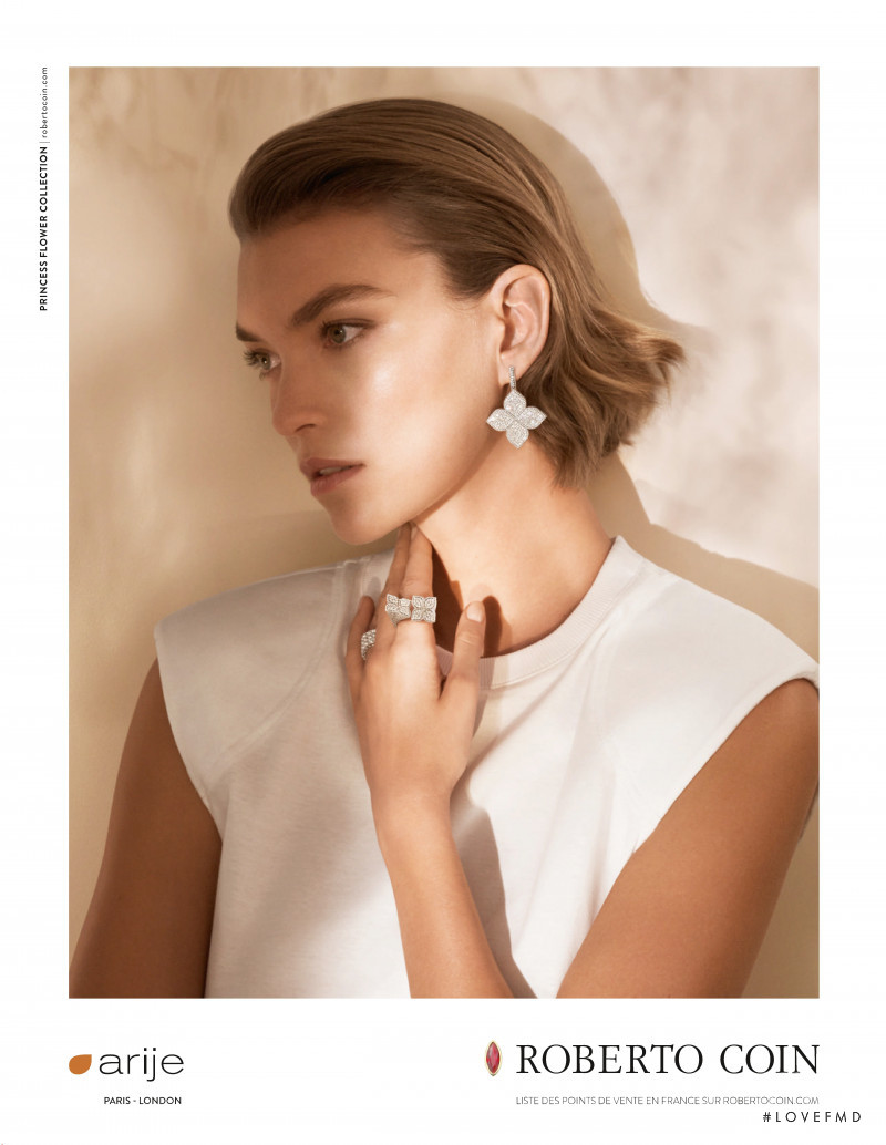 Arizona Muse featured in  the Roberto Coin advertisement for Spring/Summer 2019