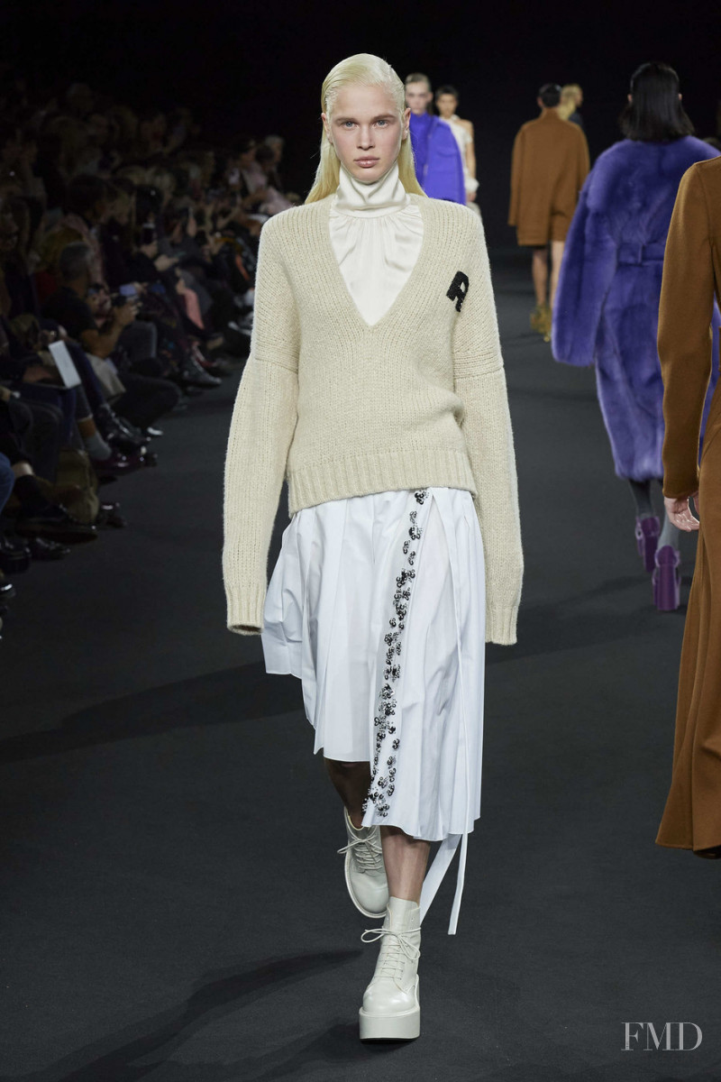 Fien Kloos featured in  the Rochas fashion show for Autumn/Winter 2020