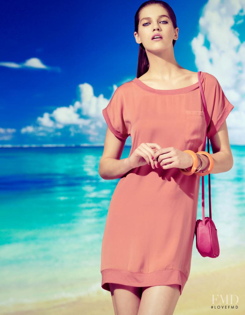 Samantha Gradoville featured in  the Stradivarius advertisement for Summer 2011