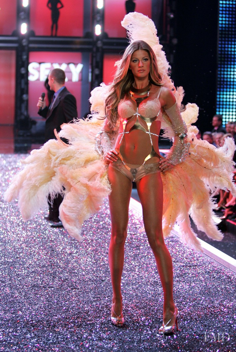 Gisele Bundchen featured in  the Victoria\'s Secret fashion show for Christmas 2006