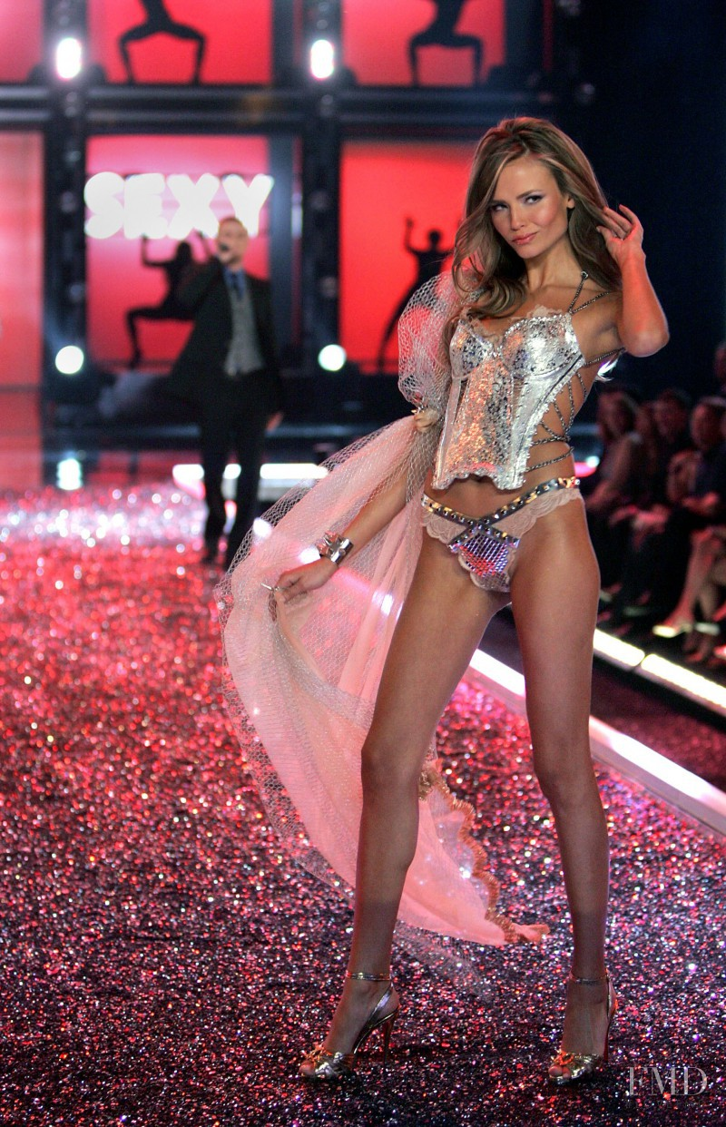 Natasha Poly featured in  the Victoria\'s Secret fashion show for Christmas 2006