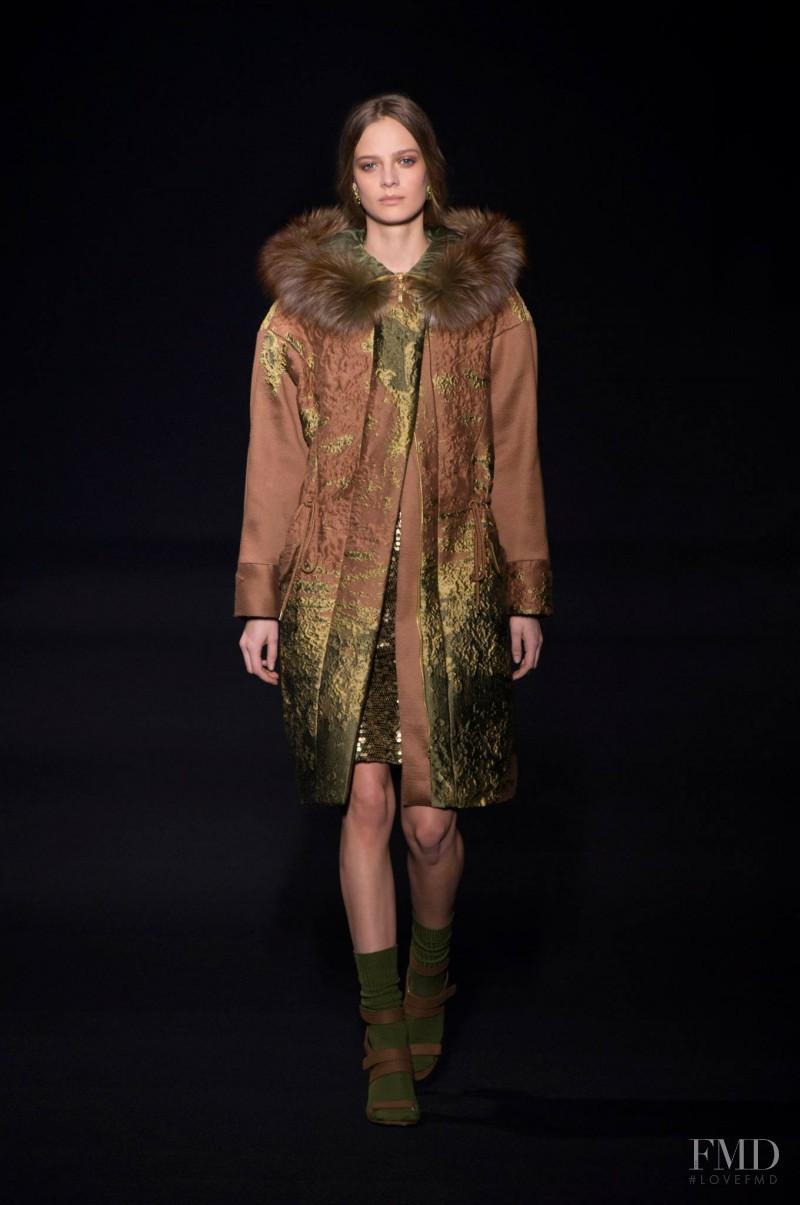 Ine Neefs featured in  the Alberta Ferretti fashion show for Autumn/Winter 2014