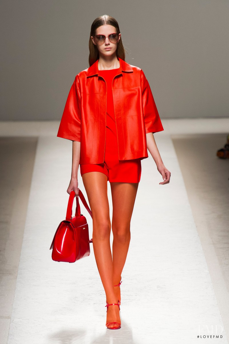 Esther Heesch featured in  the Max Mara fashion show for Spring/Summer 2014