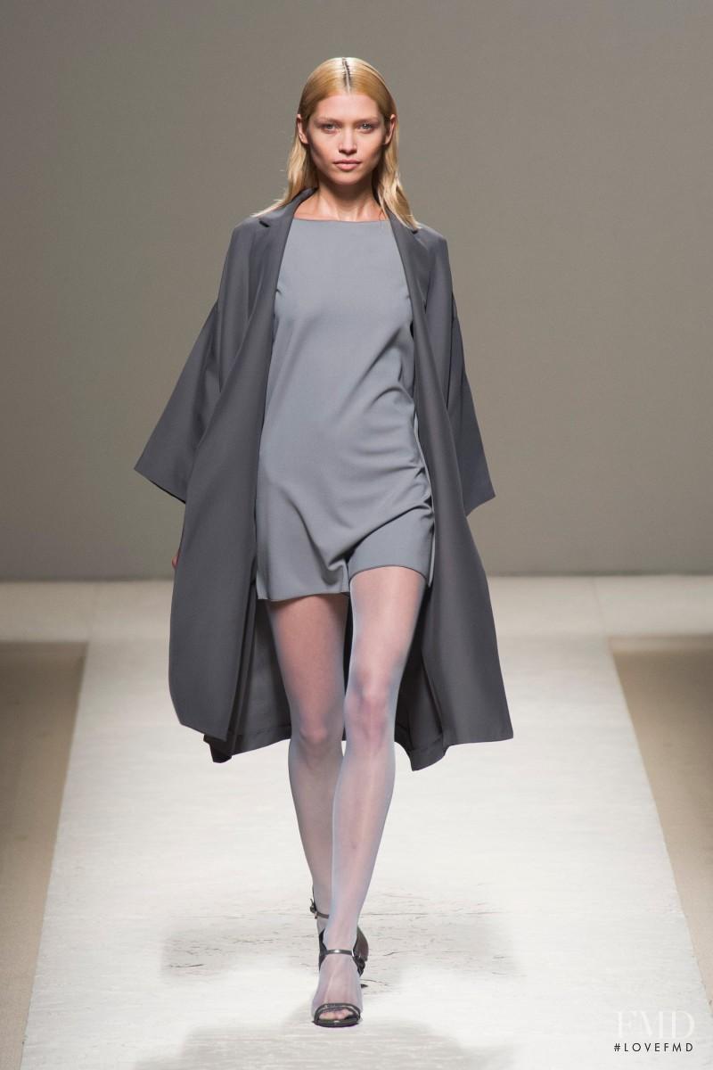 Hana Jirickova featured in  the Max Mara fashion show for Spring/Summer 2014