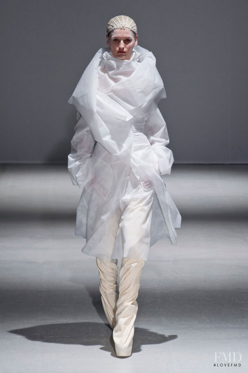 Katlin Aas featured in  the Gareth Pugh fashion show for Autumn/Winter 2014
