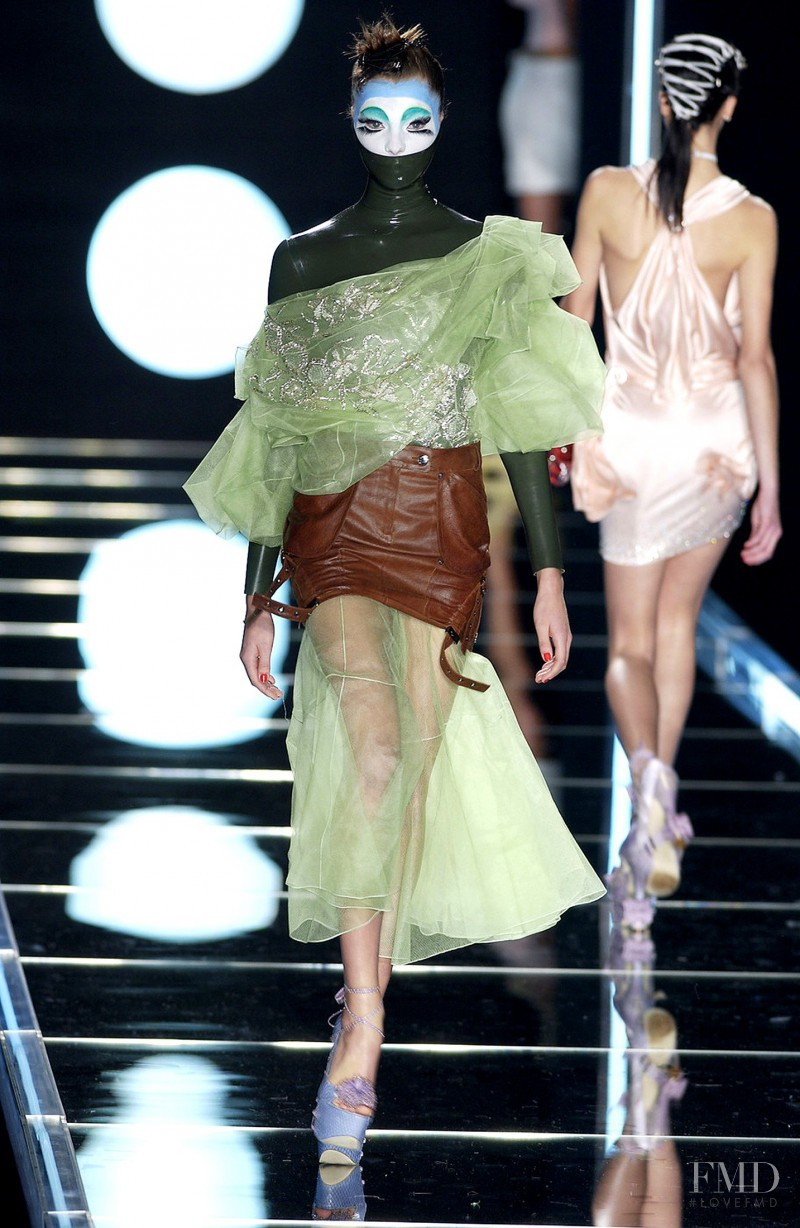 Daria Werbowy featured in  the Christian Dior fashion show for Autumn/Winter 2003