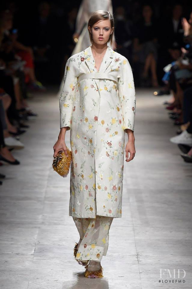 Lindsey Wixson featured in  the Rochas fashion show for Spring/Summer 2015